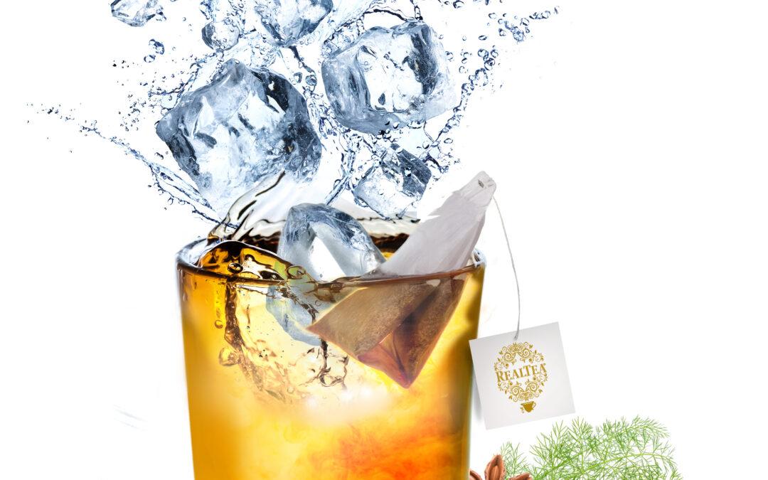 Bicchiere con tisana Detox e ghiaccio