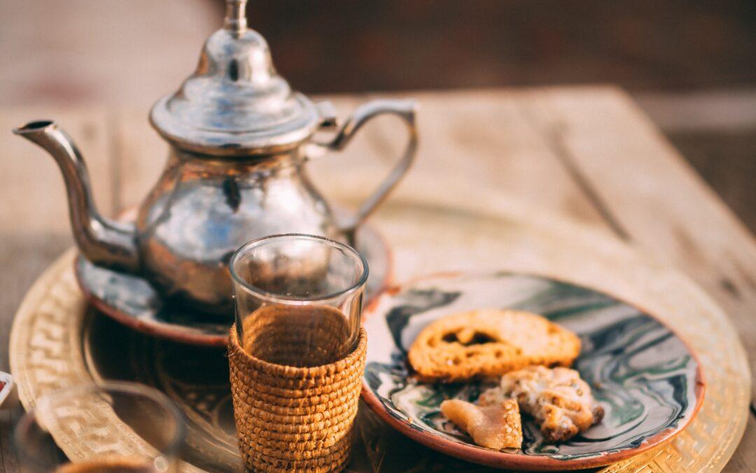 Teiera con tè verde alla menta
